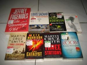 Punya saya: 4 buku di atas; punya temen saya: 4 buku di bawah